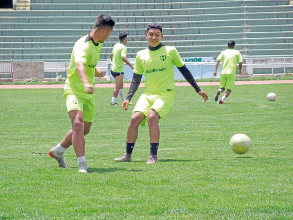 El equipo albirrojo y el decano cerraron sus prácticas ayer, en el estadio Patria, con miras al partido de esta tarde por la Copa Simón Bolívar.