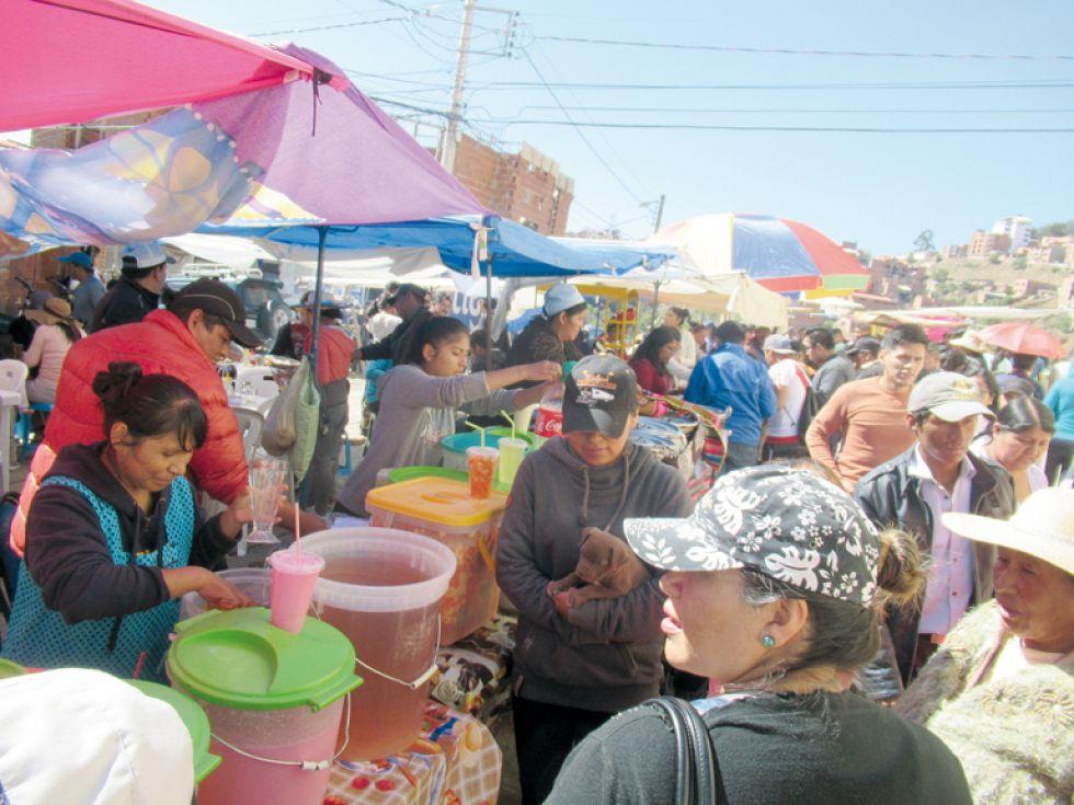 GASTRONOMÍA. Comercio de alimentos, principal actividad económica ayer.