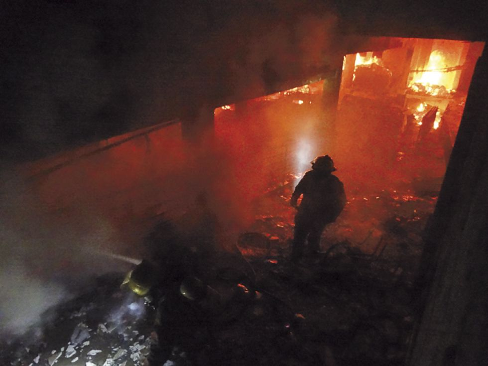 DAÑOS. El sótano del TED fue incendiado por manifestantes.
