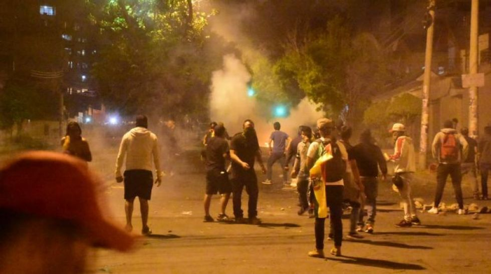 Policía gasifica a ciudadanos marchistas en La Paz y Cochabamba