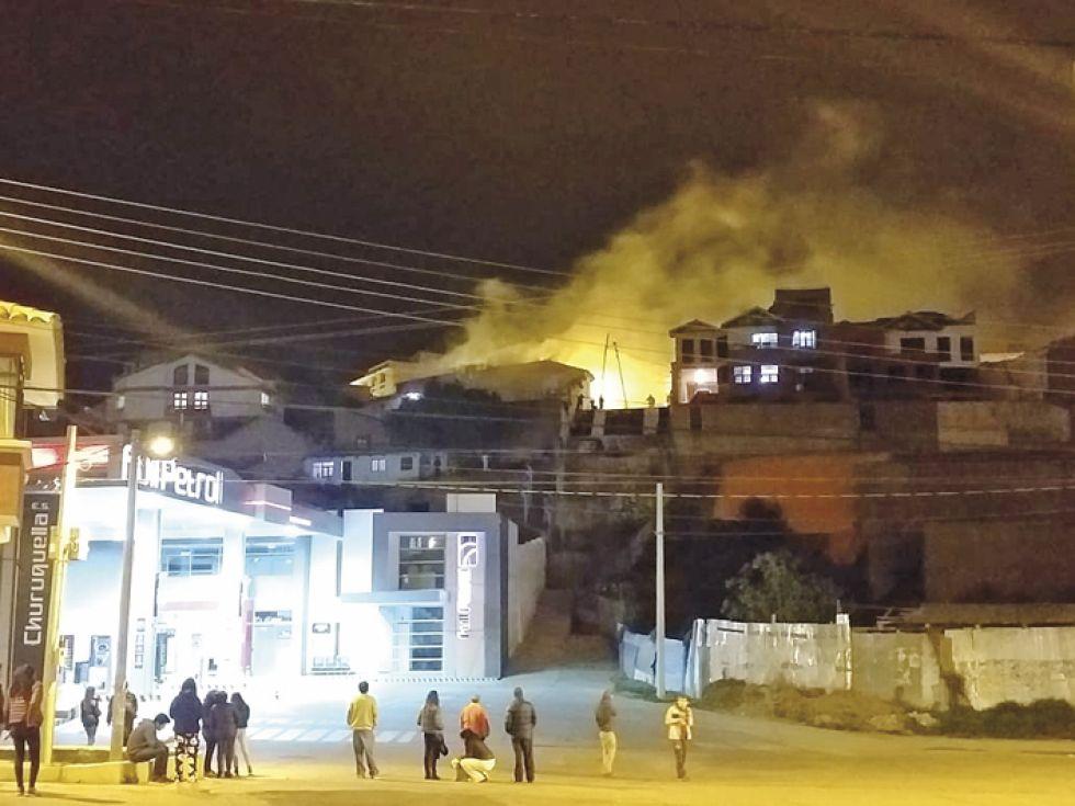MANIFESTACIONES. La casa de campaña del MAS fue incendiada.