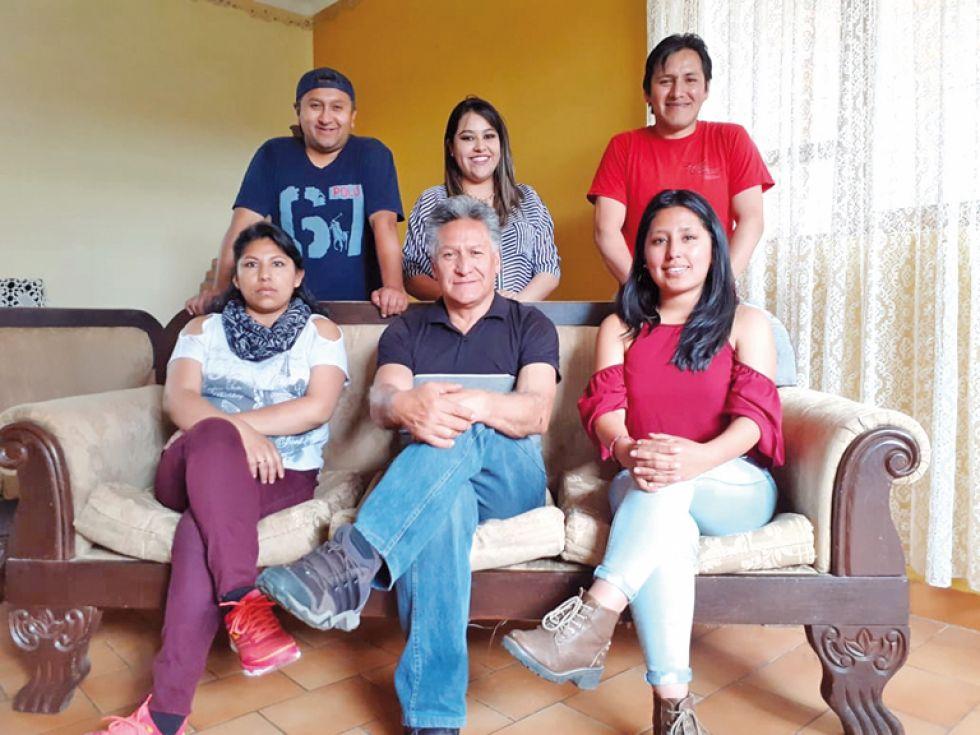 Parados: Manuel Zegarra, Patricia Rosado y Andrés Caveron. Sentados: Maira Alejandro, Galo Andrade y Dania Torihuano.