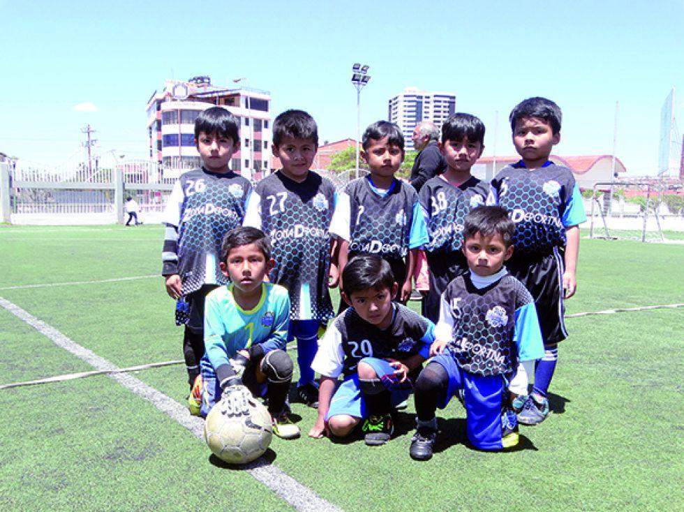 Los niños del Club Deportivo Avaroa.