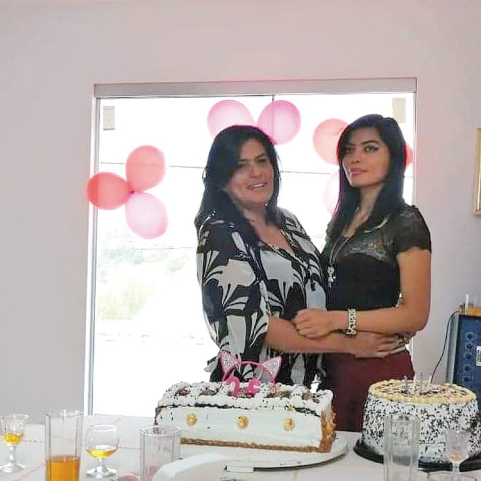 Mirna Aramayo y Paola Salazar.