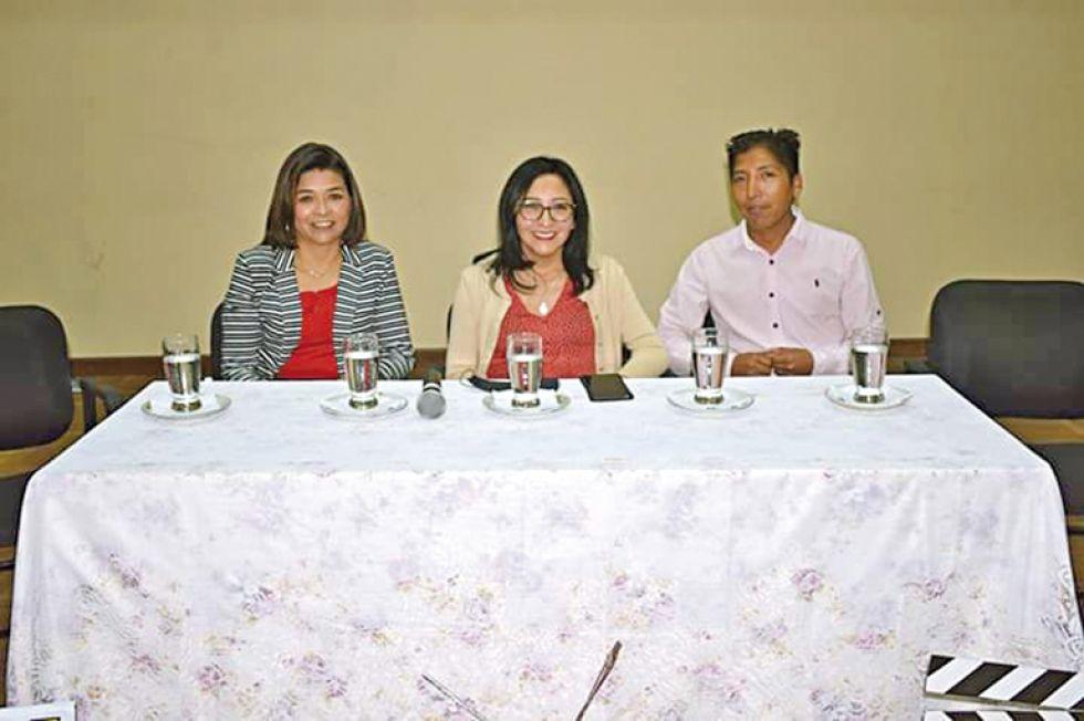 Victoria Morales, Romy Durán y Jaime Coro.