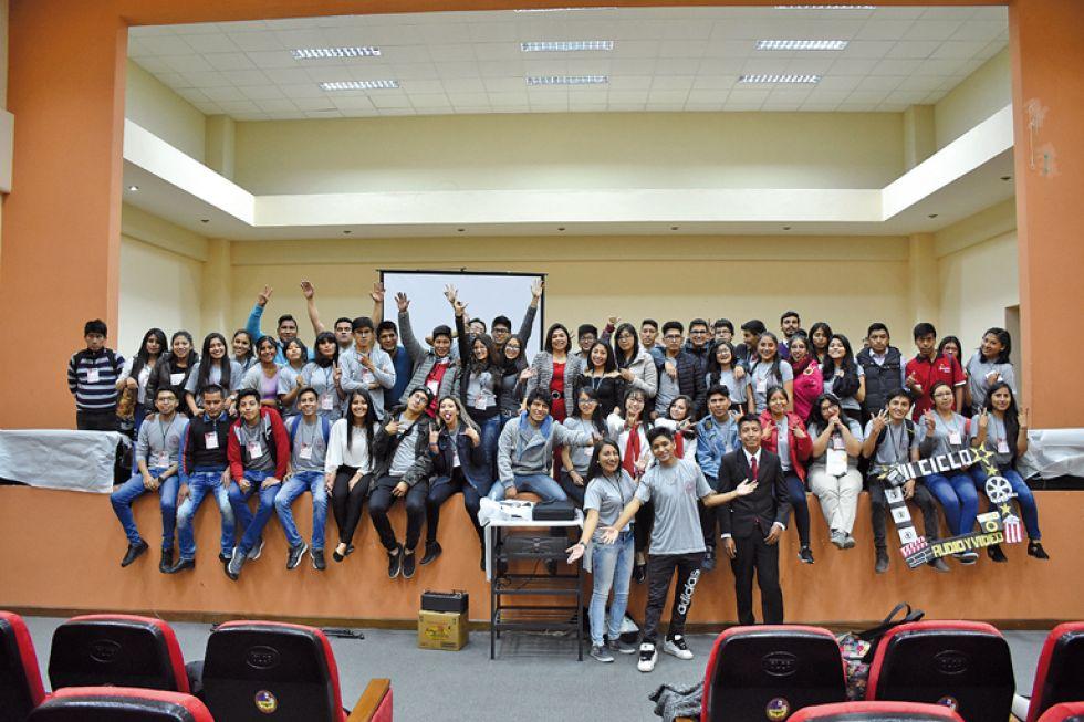 Estudiantes de los terceros cursos durante la exhibición.