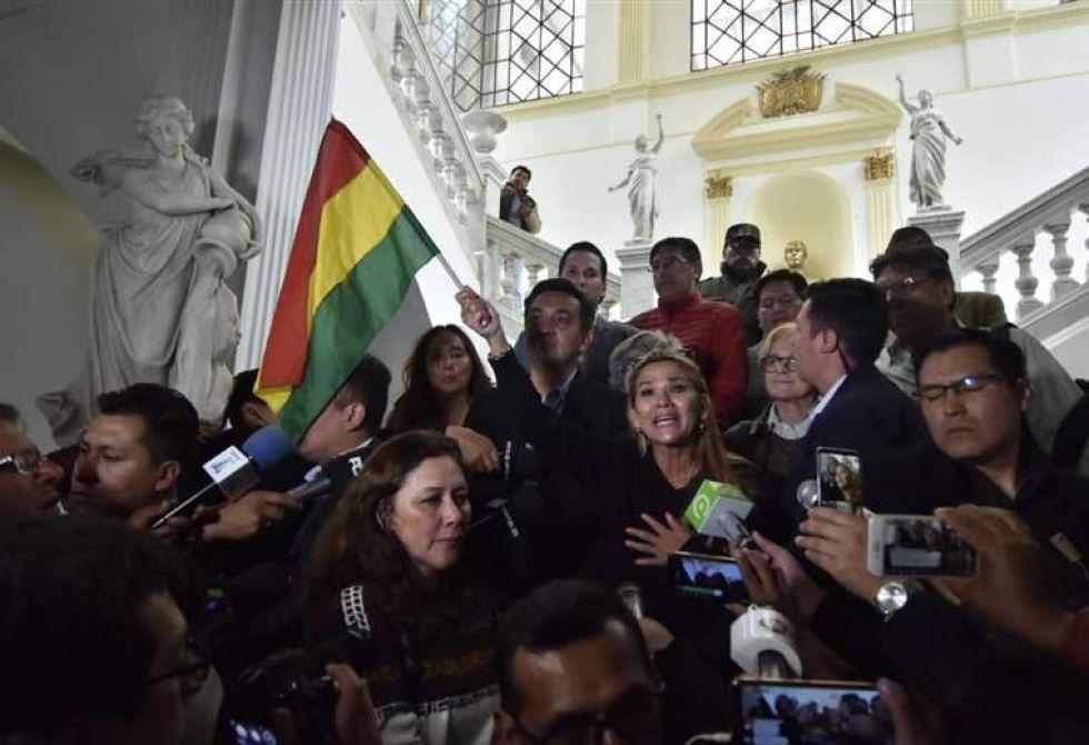 Áñez convoca a sesión extraordinaria del Legislativo para mañana