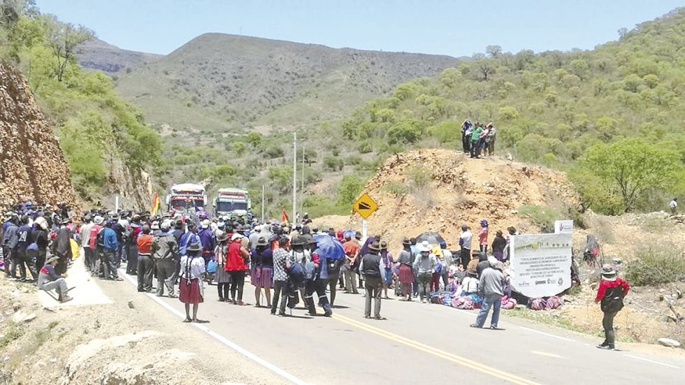 BLOQUEOS. Son varios los puntos de bloqueo en rutas a provincias y las carreteras que conectan a Sucre con el resto del país.