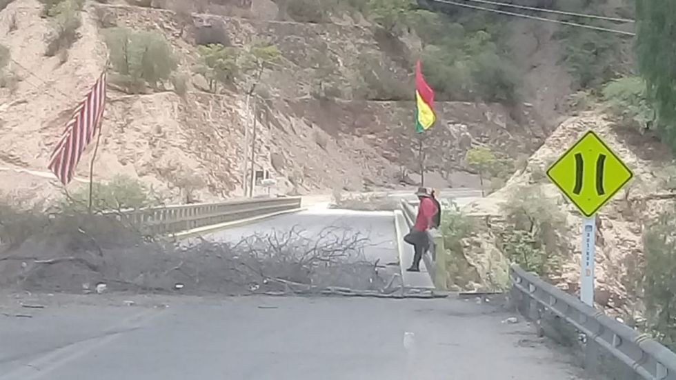 Este es el bloqueo en Puente Méndez, donde estarían cobrando a los transportistas.