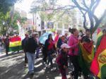 Padres de familia, madres e hijos acudieron a la marcha convocada por la junta de padres de familia de Sucre.