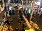 Poca afluencia de personas en el mercado Central.
