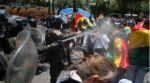 Grupos que piden la anulación de las elecciones son gasificados por la Policía en La Paz.