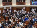 La bancada de Comunidad Ciudadana protesta por la supresión de los dos tercios en los reglamentos legislativos.