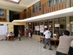 La votación en la unidad educativa Santa Rosa, de Yotala, para elegir gobernador en segunda vuelta.
