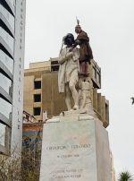 La estatua de Cristóbal Colón fue vandalizada en La Paz.