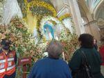 Devotos a la Virgen de Guadalupe en la Catedral de Sucre.