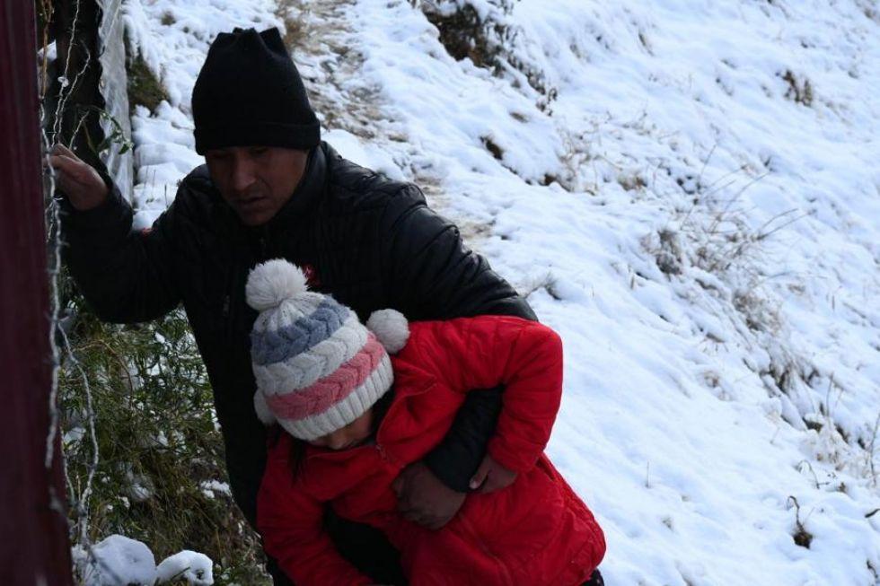 Con un manto blanco de nieve amaneció este jueves la ciudad de El Alto.
