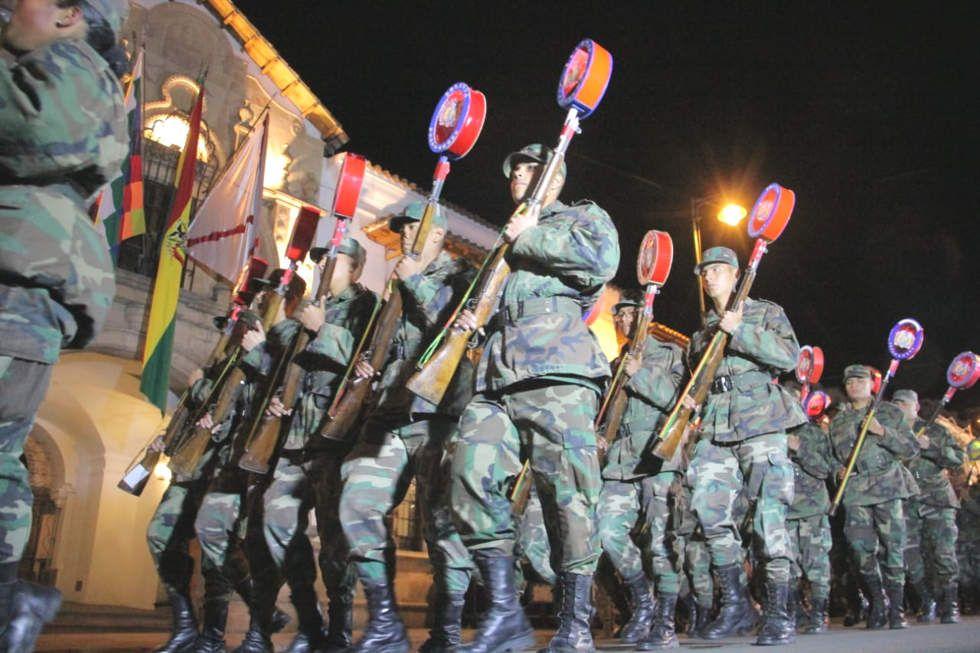 Desfile nocturno del 5 de agosto