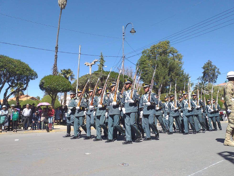 Parada Militar y Juramento de la Bandera en Sucre