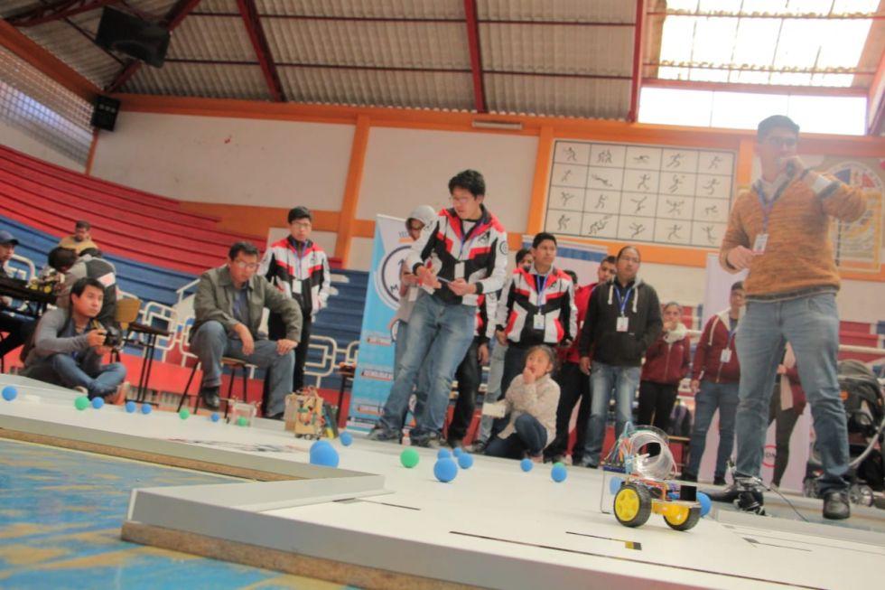 Robots en competencia buscan boleto al mundial