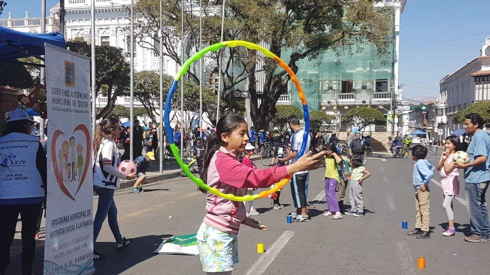 Variada actividad física en el Día del Peatón en Sucre