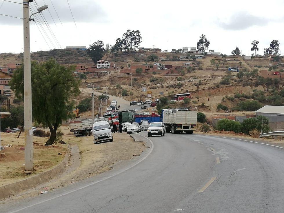 La zona de Qhora Qhora se encuentra bloqueada por el transporte pesado.