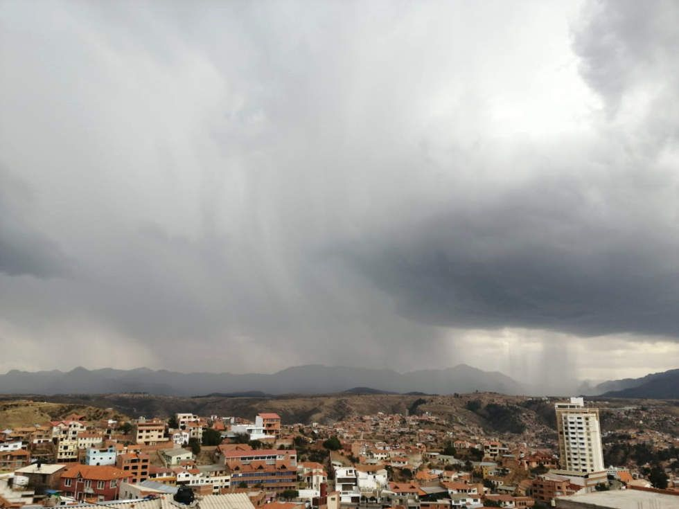 La tarde de este miércoles llovió y fue intermitente hasta la noche.