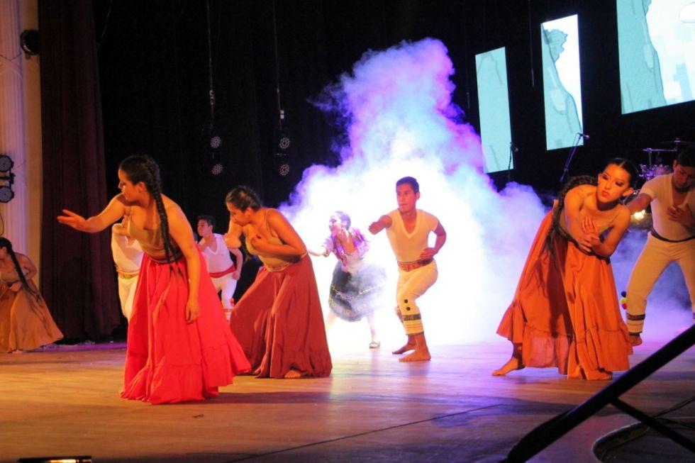 El festival de danzas, en el marco del FIC, se celebró en el Teatro Gran Mariscal.