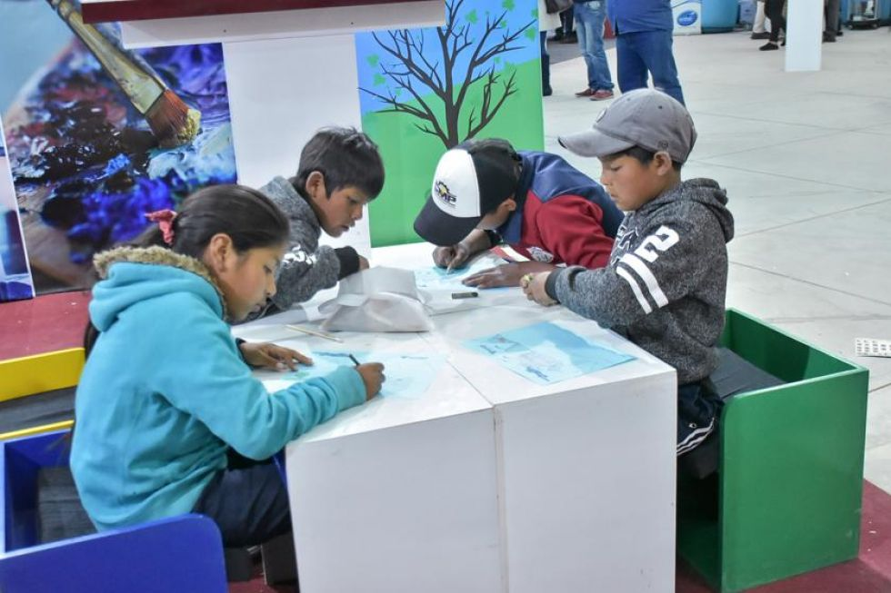 Niños acuden a la Fexpo para divertirse.