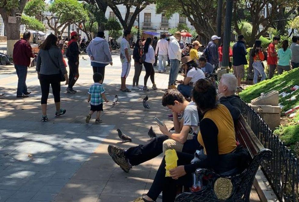 Decenas de ciudadanos en tránsito solicitaron su tarjeta de sufragio.
