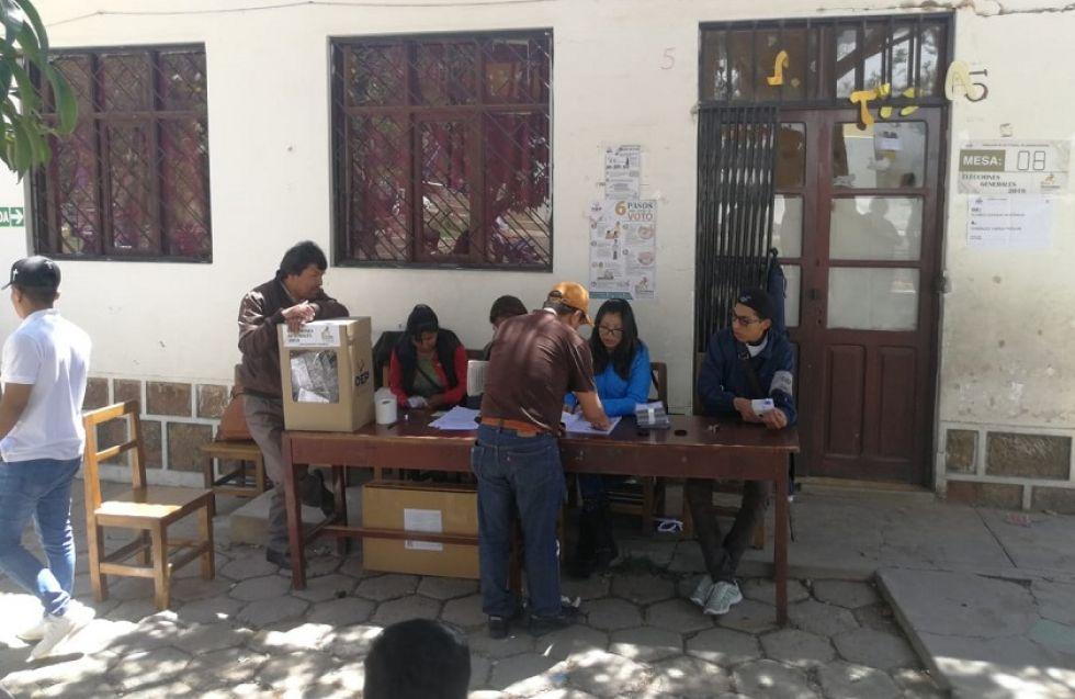 La mesa electoral del colegio Loyola de Fe y Alegría.