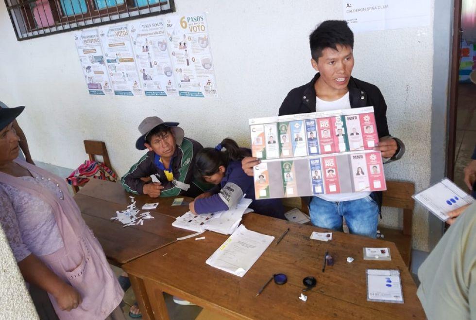 La votación en el colegio Gregorio Pacheco de Yotala.