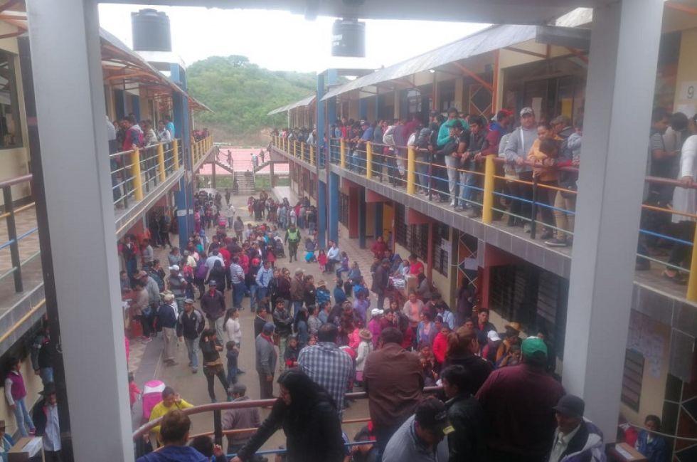 Pobladores de Monteagudo abarrotaron la unidad educativa María Vargas de Valda.