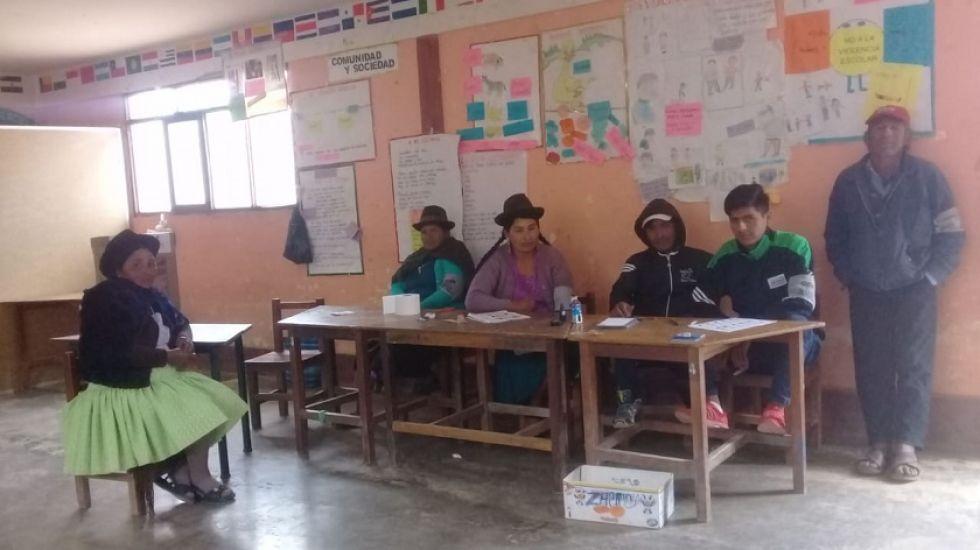 Incahuasi: Los jurados electorales esperando a los votantes.