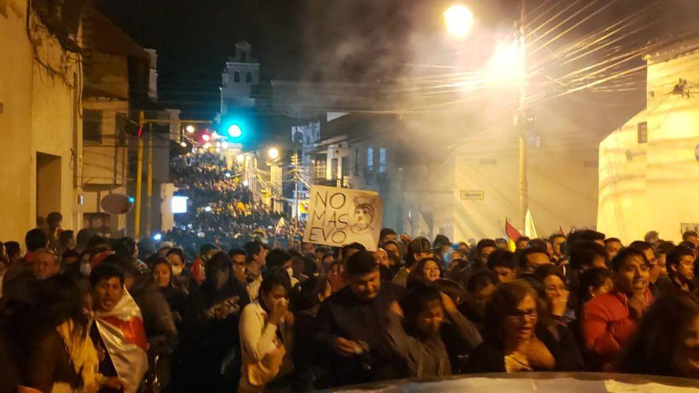 Descontrol, fuego y gasificación en la calle J. J. Pérez.