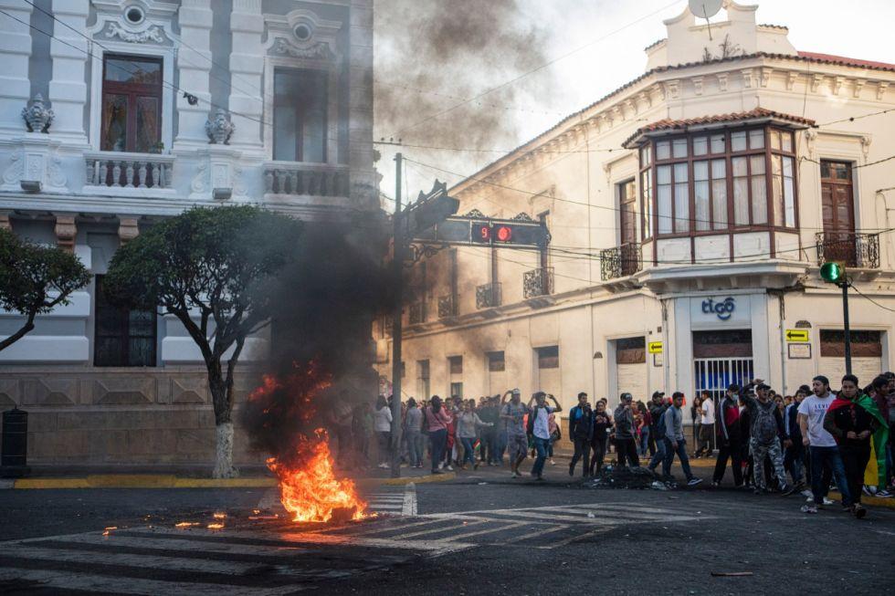 Miles de personas tomaron las calles del centro de la Capital en una marcha y posterior concentración en plaza 25 de Mayo