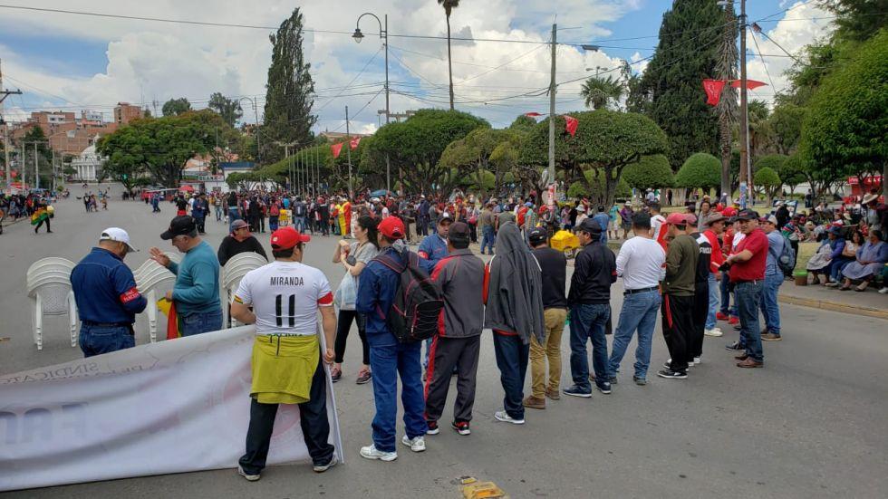 Miles de personas se congregaron en cabildo