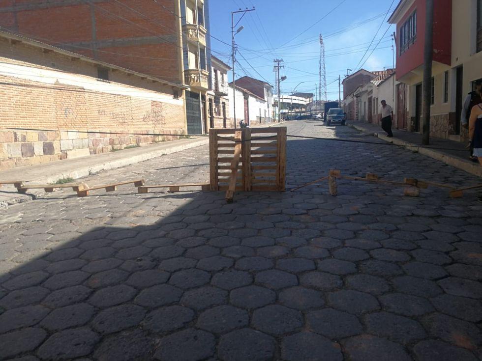 Los bloqueos se registran en diferentes puntos de la ciudad