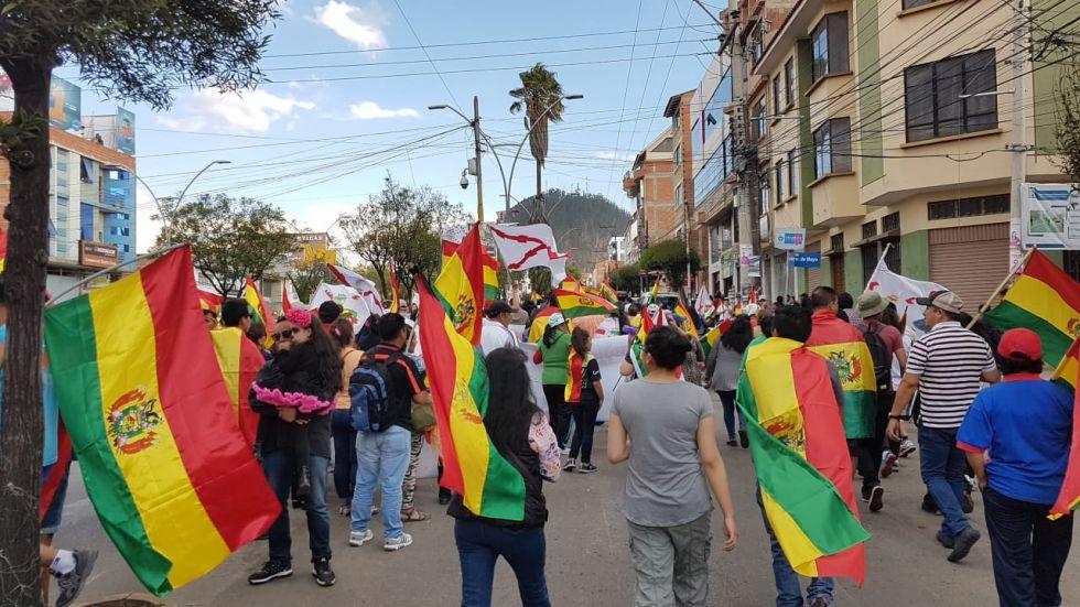 La gente llegó a la avenida de las Américas desde distintos puntos.