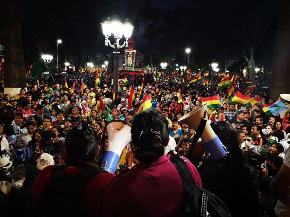 Gente de todas las edades protestó en Cochabamba, hoy,