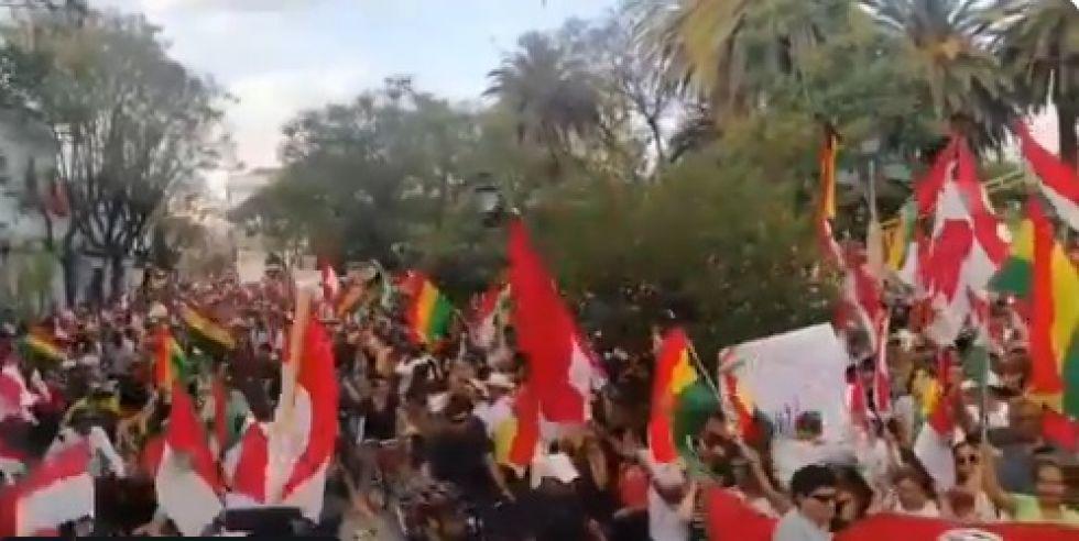 Miles llegaron al cabildo en Tarija.