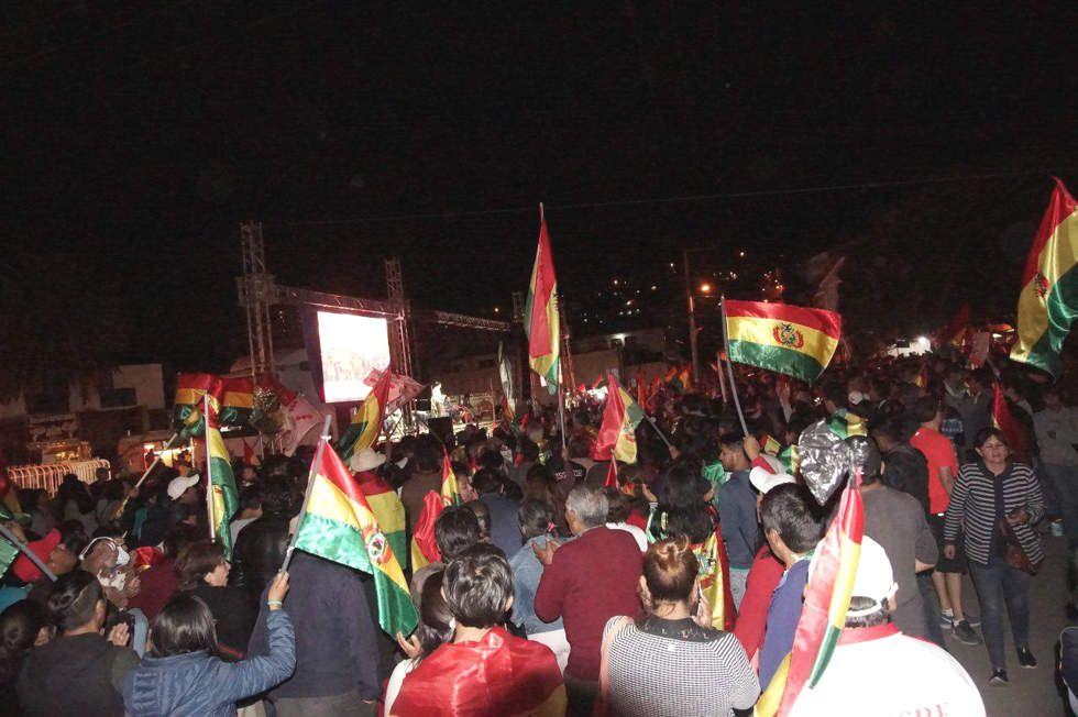 Masiva concentración en la avenida Las Américas  acompañando al cabildo nacional.