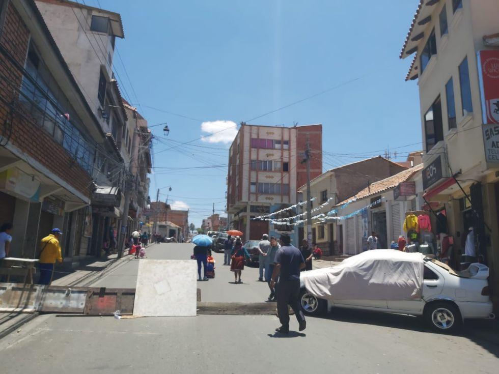 Con bloqueos de calles y marchas de diferentes instituciones, continúa el paro cívico en Sucre