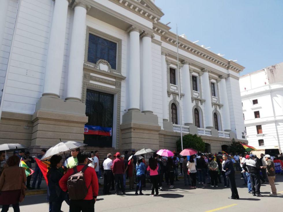Desde tempranas horas de la jornada se registró el cerco institucional al Tribunal Supremo de Justicia.
