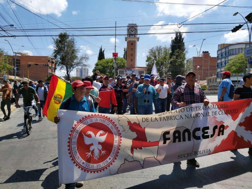 La plazuela del Reloj fue el punto de concentración e inicio de la marcha para algunas instituciones.