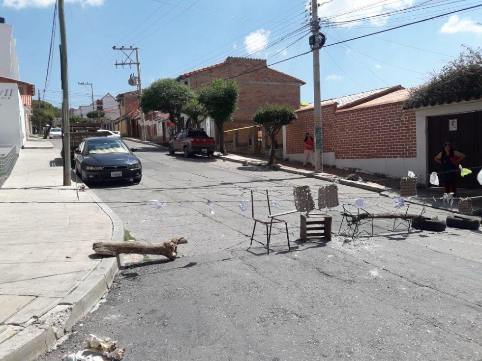 Los bloqueos se registran en diferentes puntos de la ciudad.