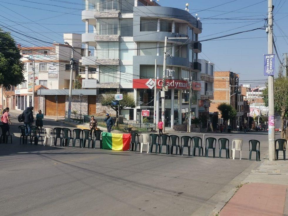 Bloqueo en la calle Ostria Gutiérrez, zona Terminal.
