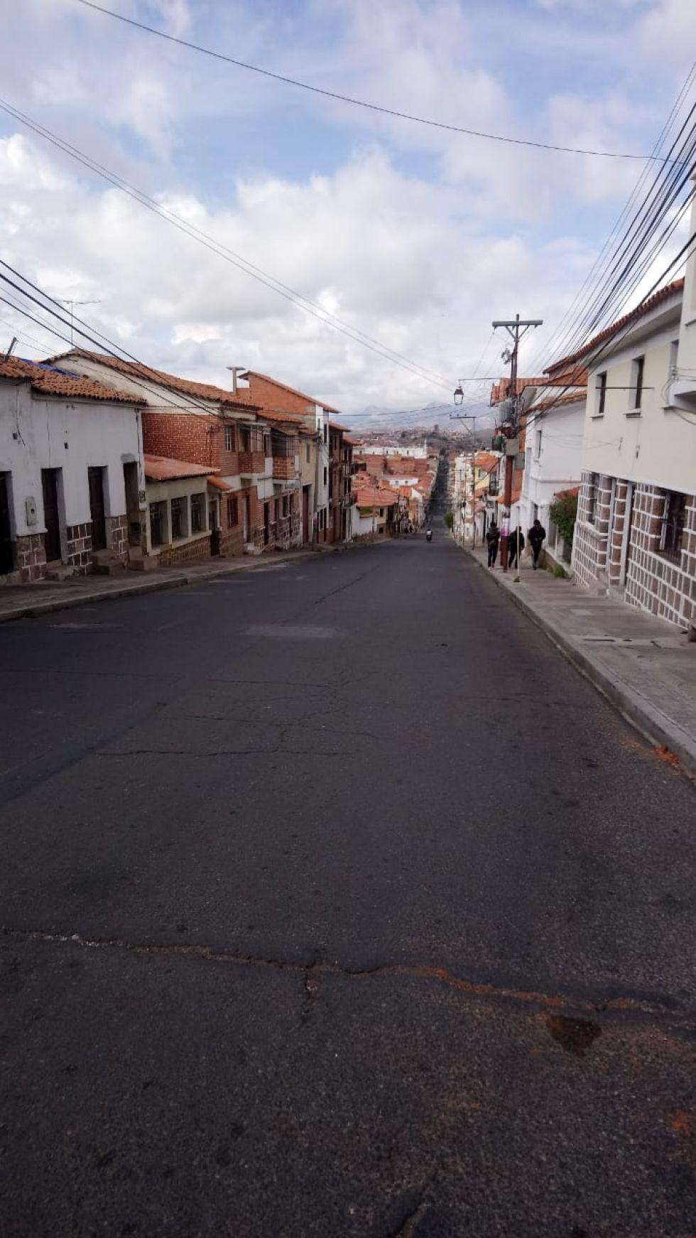 El silencio se apodera de algunas calles de la capital por los bloqueos.