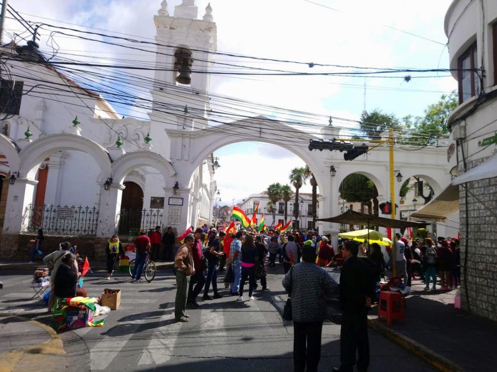 Marchas y bloqueos marcan la decimoséptima jornada de paro cívico en la capital