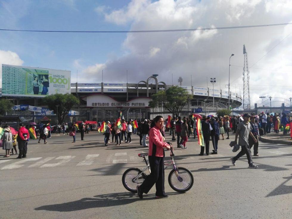 La marcha convocada por la junta de padres de familia tuvo como punto de concentración en el frontis de Estadio Patria.